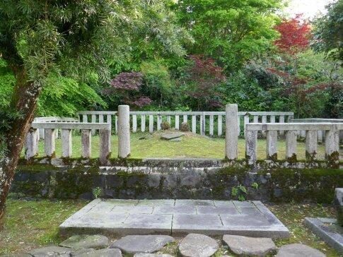 長齢寺 前田利家父母の墓.jpg