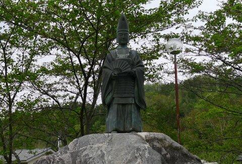 霊山神社 北畠顕家像.jpg