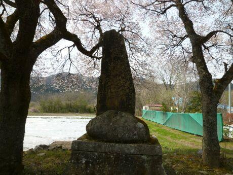 霊桜碑.jpg