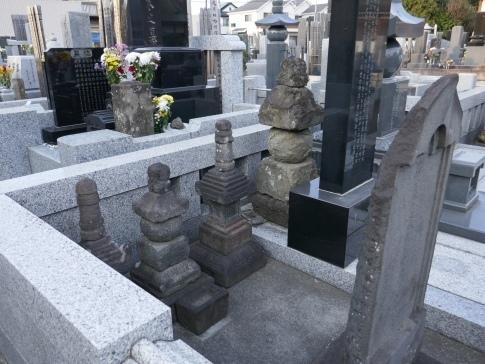 青山忠俊の墓.jpg