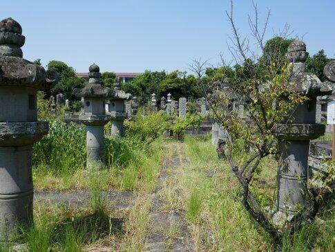 高伝寺墓所2.jpg