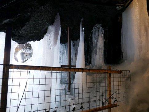鳴沢氷穴06.jpg