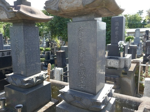 龍廣寺村上鬼城の墓.jpg