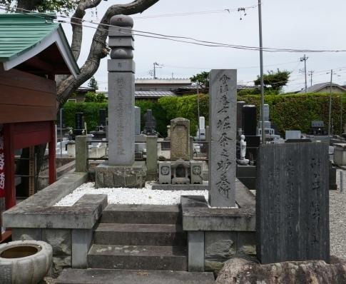 龍泉寺  堀粂之助の墓.jpg