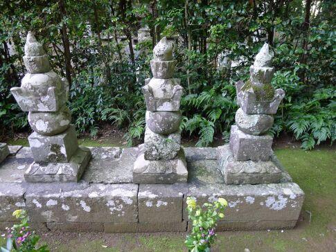 龍譚寺 井伊直虎の墓.jpg