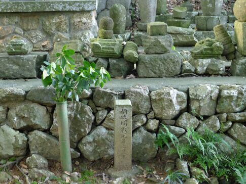 龍譚寺 桶狭間戦死者の墓.jpg