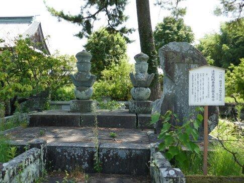 龍造寺隆信の墓(左).jpg