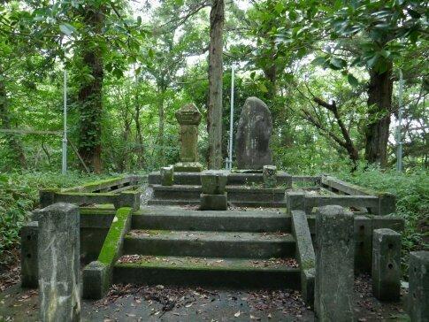 龍雲寺 政岡の墓.jpg