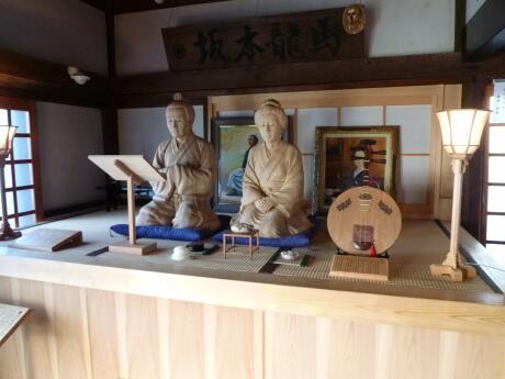 龍馬・お龍の木像.jpg